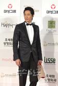 一年一度的韩国影坛盛事――大钟奖将于11月6日在首尔奥林匹克公园的奥林匹克厅举行,演员姜志焕黑色西装...