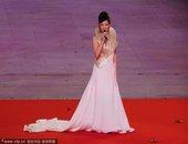 2010年11月12日,广州,2010广州亚运会开幕式隆重举行,宋祖英献歌。
