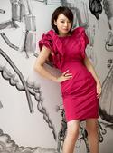 成功进军大银幕的闫妮不仅以精湛的表演征服无数观众,独特的法兰西浪漫风情也是大受时尚杂志的宠爱...