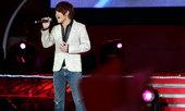 8月22日,世贸天阶奥运畅爽活动来自马来西亚的创作歌手曹格献歌为奥运加油(摄影:韩大海)