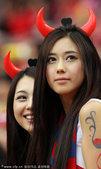 """2010年5月16日,韩国首尔,2010世界杯热身赛,韩国2-0厄瓜多尔,美女""""红魔""""啦啦队助阵。(..."""