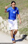 2010年6月1日消息,意大利中场卡莫拉内西在训练中受伤,是否能征战世界杯已成疑问。(篮球帅哥相亲牵...