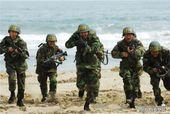 搜狐韩娱讯 韩国海军陆战队官方博客31日下午发布了一组1137期新兵第二周的训练照,不久前入伍的韩国...
