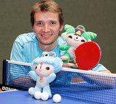 北京奥运开赛在即,奥地利乒乓球选手施拉格与加多斯拍摄奥运写真。