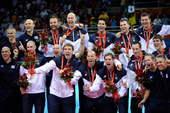8月24日,北京奥运会男排决赛在巴西队和美国队之间展开。 新华社/摄