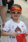 6月3日,境内湖南岳阳,现场观众为奥运圣火加油助威(摄影:李威;版权:搜狐奥运)