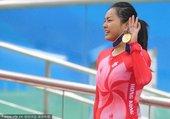 2010年11月13日,广州,2010亚运会自行车女子500米计时赛颁奖典礼,中国香港选手李慧诗夺得...