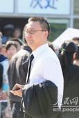 罗京追悼会现场,央视主持人马斌、李咏、宋世雄前来送别罗京。前方报道组/图文。