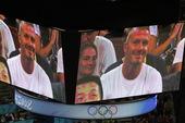 8月24日,男篮冠亚军及铜牌争夺战,小贝现身赛场,与在场观众共享顶级赛事(摄影:周涵)