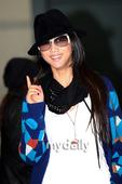 搜狐韩娱讯 汤唯在韩国当地时间8日下午3点15分抵达韩国仁川国际机场,受到了众多韩国粉丝和当地媒体的...
