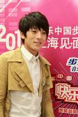 搜狐娱乐讯 昨日,快乐男声人气选手陈翔、快乐天团8090以及玉米提在上海举办歌友会。前日刚刚在5进4...