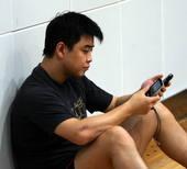 2009年8月13日,2009年中国乒乓球公开赛,王皓手臂受伤,带伤上阵协同队友轻松战胜对手 赛后两...