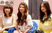 搜狐新韩线讯 26日下午,Seeya、Davichi、T-ara等韩国女子组合在京畿道进行了新专辑M...