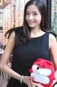 2008年12月22日,下午,首尔江南惬意的咖啡厅,韩彩英一袭黑裙现身,与搜狐新韩线展开一场愉快的对...