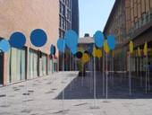 """阿迪达斯盛情邀请了71位海内外知名艺术家,以""""人类与运动""""为主题进行艺术创作,巡展08年奥运期间到达北京。(摄影:王薇)"""