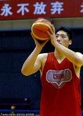 2010年11月5日,中国北京,中国男篮在国家体育总局训练局训练,备战广州亚运会。