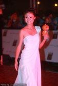 """2010年10月18日,北京,""""亚运点火圣女""""康辰晨亮相MTV颁奖礼。"""